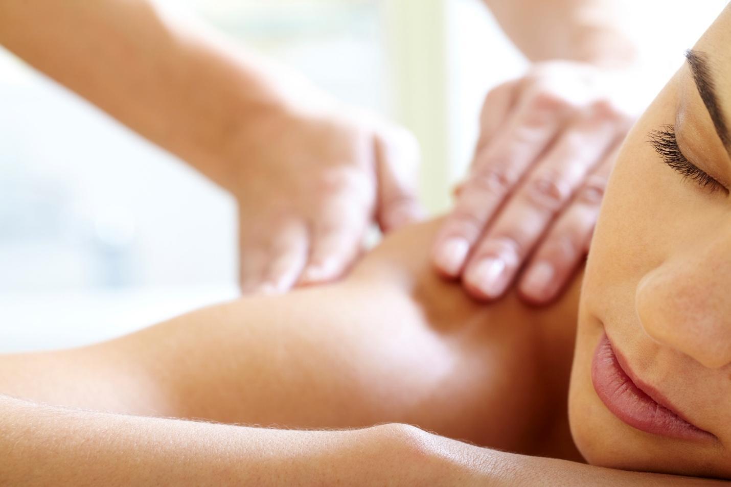 Áp dụng massage chữa bệnh, một phương pháp có đúng?