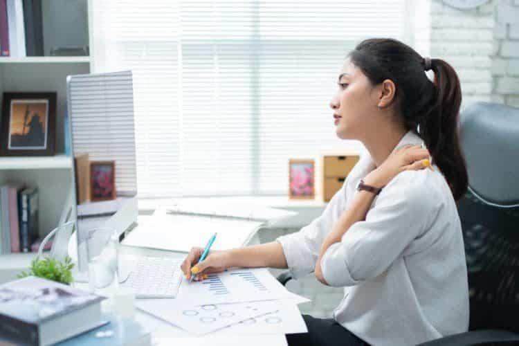 Có một cách điều trị đau vai gáy hay nhưng cần sự kiên trì của bệnh nhân
