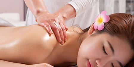 Phụ nữ sau sinh với 4 bài massage hay nên thử