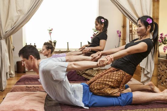 Khám phá lịch sử lâu dài của massage Thái